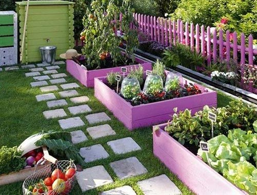 Painted Pallets as borders: