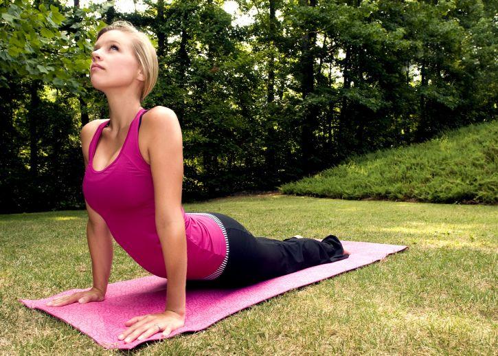 beautiful-nice-looking-girl-practicing-yoga-poses-725x518