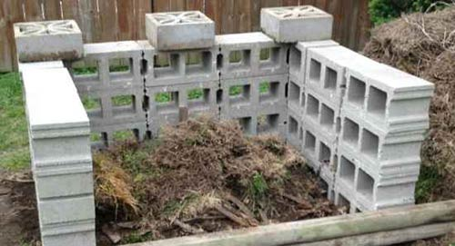 Compost-Bin-Plans-CinderConcrete-Blocks
