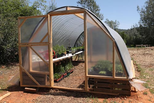 Building a Cattle Panel Pallet Greenhouse