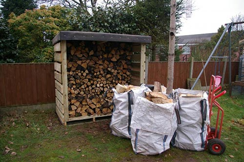 Small Pallet Firewood Shed
