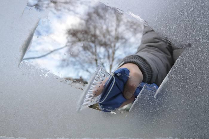 Use A Good Ice Scraper